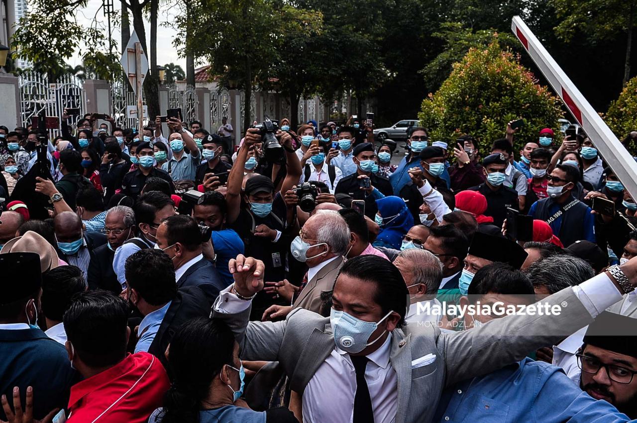 NAJIB Diiring Ribuan Penyokong ke Mahkamah Kuala Lumpur