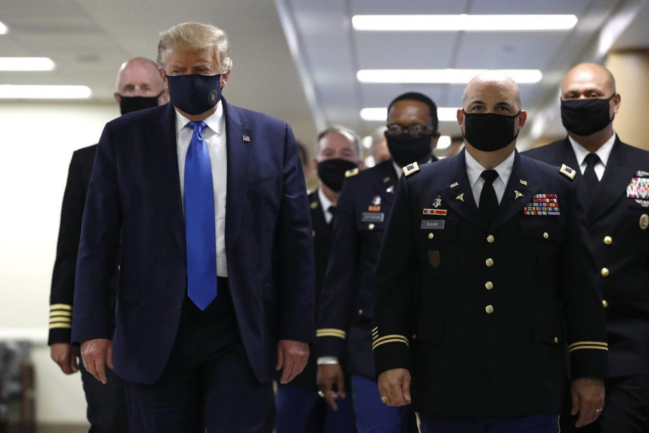 Trump wears mask in public for first time during pandemic - The ...