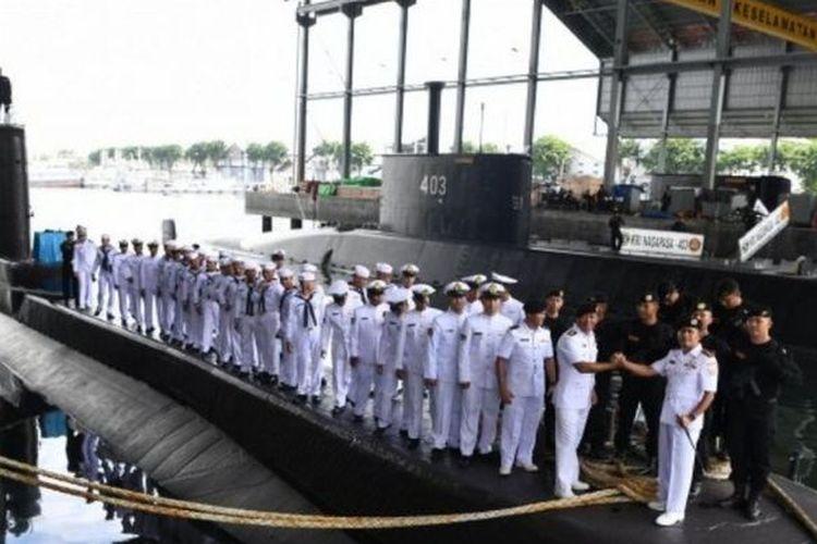 Foto file. Awak kapal KRI Nanggala 402. Foto diambil di di Dermaga Kapal Selam Komando Armada II, Surabaya, Jawa Timur, Rabu (20/4/2019)